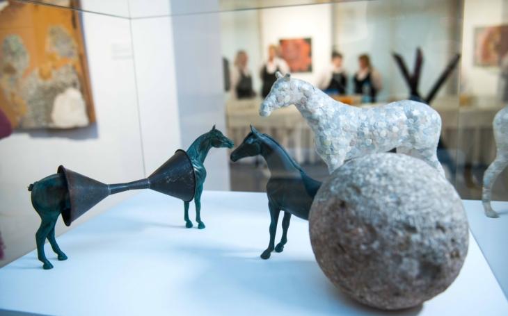 Začal s tím Picasso… Výstavu slovenské asambláže ´Dokopydanie´ hostí právě Galerie Smečky a představuje na 40 autorů