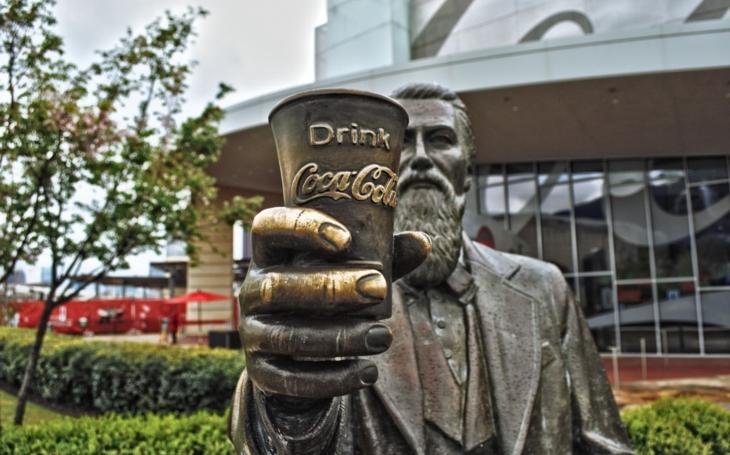 A jsme v jámě pekla. Na cestu si můžeme dát Coca-Colu. Platit jen kreditkou, prosím. Komentář Štěpána Chába