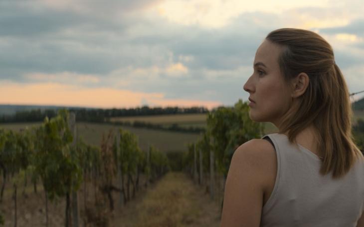 Její muž Ramba je nejlepší v Česku a mají spolu Slunce. Jsem manželova, říká nejkrásnější česká herečka, feministkám navzdory. Přečetli jsme