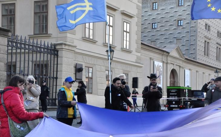 EU má tragickou propagaci. Přispějete? Přečetli jsme