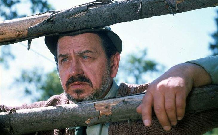 Svérázného dědu si musel pro Tomáše Holého režisér vydupat. Měl totiž jednu 'vadu' – byl zásadový. Tajnosti slavných