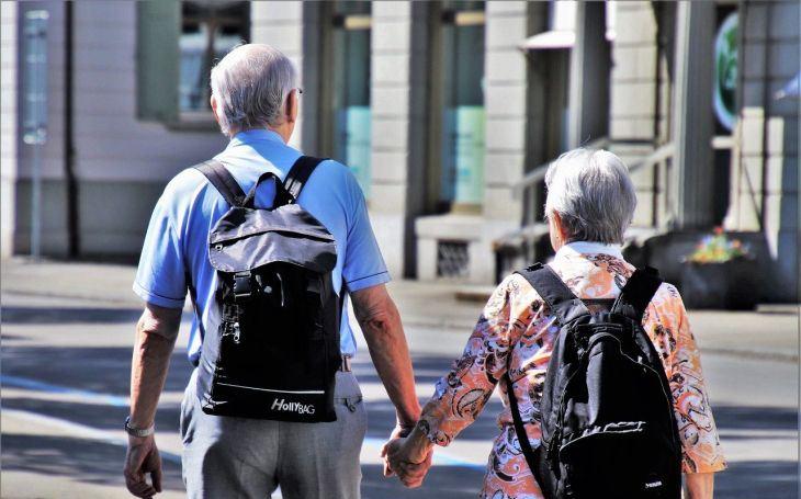 Báby a dědkové budou zase volit Babiše a ten jim za to zvýší důchody, zní z mnoha stran. 5x pondělí Pavla Přeučila