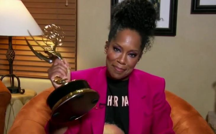 Emmy 2020 ovládla nejen barva pleti, ale i odlišná sexuální orientace. Sobota Pavla Přeučila