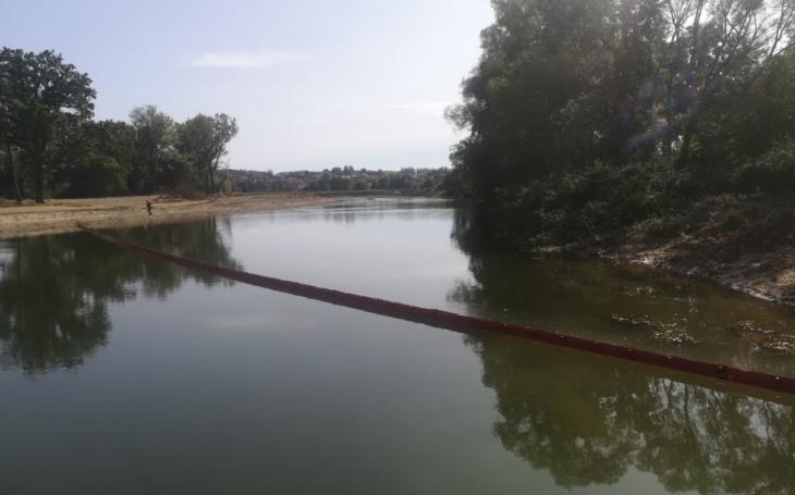 Mrtvá řeka. Otrávili ji kyanidem. Valašské obce vyčistily Bečvu, vrátil se tam život a spousta ryb. Věříme, že to nebyla chemička Agrofertu?