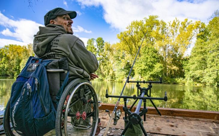 Na ryby v invalidním vozíku? A proč ne? Jen v Jihočeském kraji je takových míst 12 a rostou jako houby po dešti
