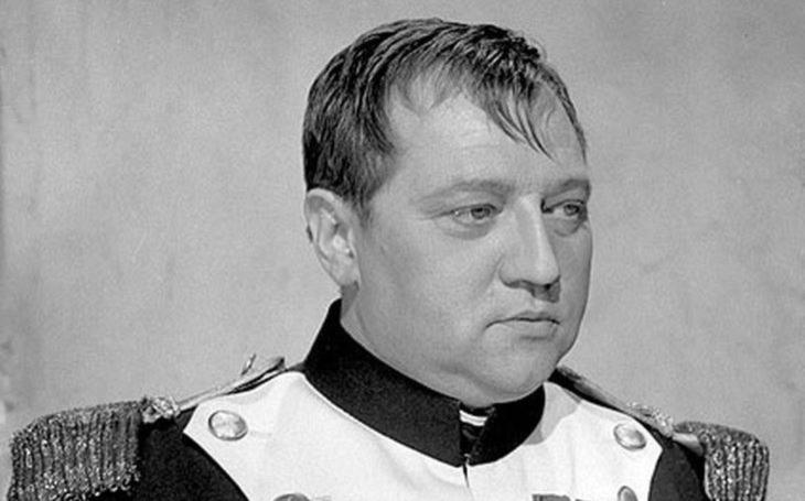 Poker face a cynické glosy. Král mistrných proměn utekl od plukovníků do oázy svobody. Tajnosti slavných