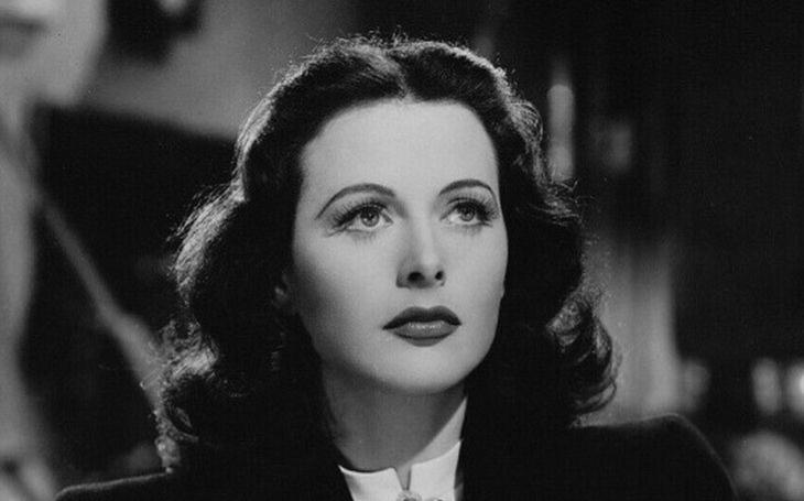 První erotický skandál způsobila krásná Židovka ve filmu českého režiséra. Zlatá klec jí ale nevoněla. Tajnosti slavných