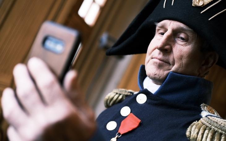 Proč Václav Vydra převlékl kabát? S covidem bojuje i Napoleon. Bitva se letos odehraje virtuálně na sociálních sítích