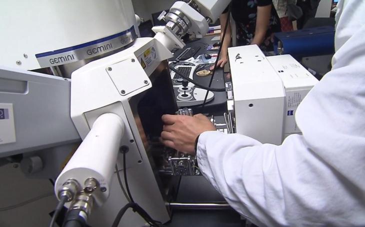 Šmejdi místo inzerovaných nanoroušek prodávají šunt z Asie, který nechrání. V Liberci roušky testovali; víme tak, co nekupovat