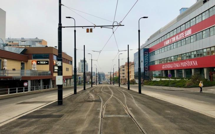 Po více než 45 letech se vrací tramvaje na Pankrác. DPP zrekonstruoval tramvajovou trať v ulicích Na Veselí a Soudní a postavil novou ke stanici metra