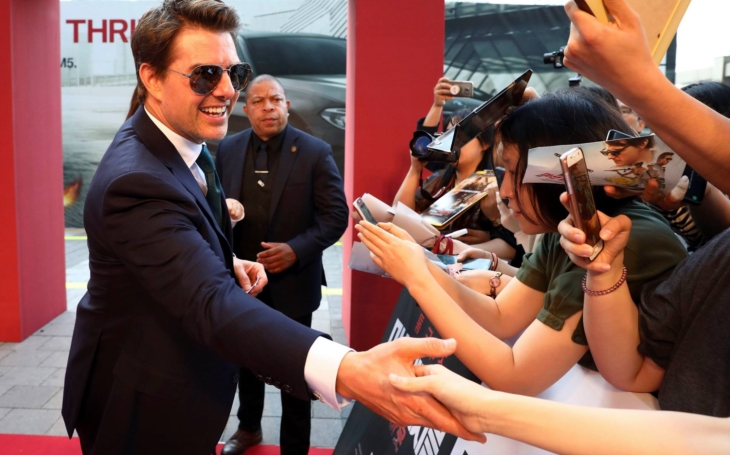 Tom Cruise se děsí covidu, koupil dva robotické Terminátory na eliminaci nakažených. Sobota Pavla Přeučila