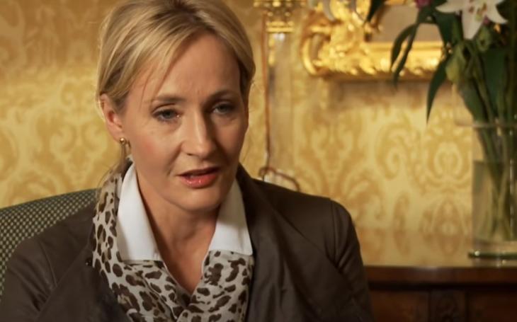 Napravujeme hrozivou chybu. Zapomenutá RECENZE prvotiny Joanne Rowlingové jako Roberta Galbraitha. Volání kukačky je skvost