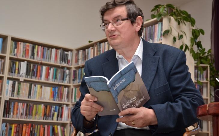 Dnes není problém knihu vydat, ale dostat ji ke čtenáři, říká píšící zubař Václav Franc z Nové Paky na Jičínsku