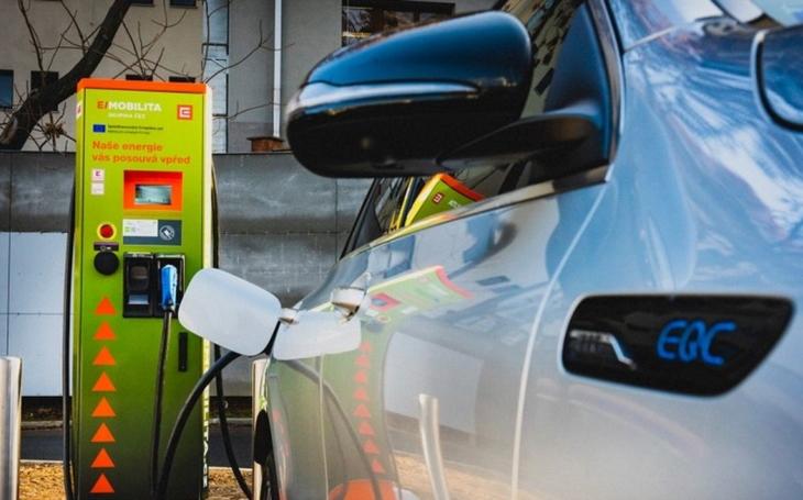 Elektromobilita jako módní výstřelek ekologistů? Škodí, přesto metastázuje v celé republice. Naposledy v Litomyšli
