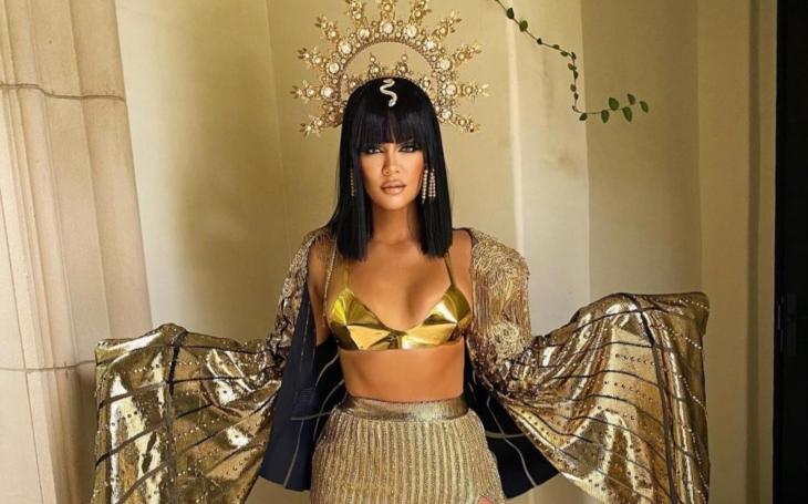 Místní šperkařka předá čelenku americké zpěvačce Beyoncé, Kardashian už ji má. Z Frýdlantu až před objektivy světových médií
