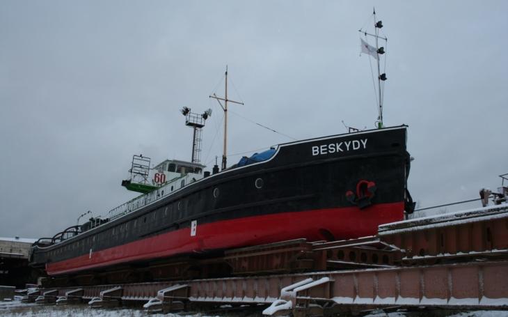 Jedinečný remorkér na Labi. Utáhne až 1 200 tun a je poslední svého druhu v celé Evropě. A stále v činné službě