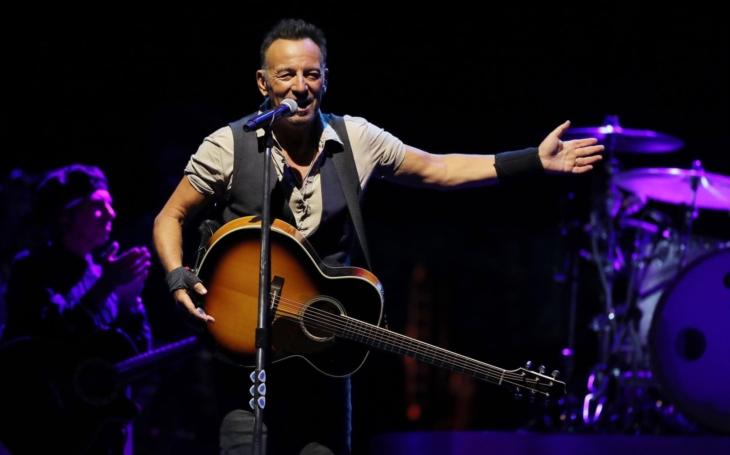 Bruce Springsteen si dal dva doušky tequily a skončil před soudem. Díky jednomu radioaktivnímu policajtovi. Sobota Pavla Přeučila