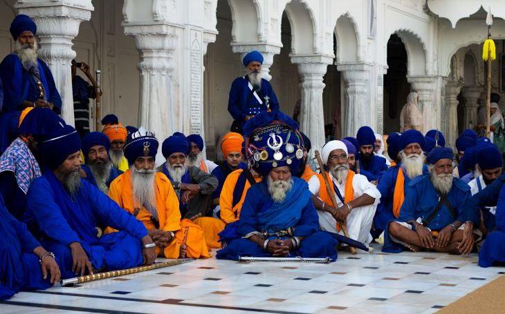 Obávaní sikhští bojovníci nihangové opět v plné zbroji. S cestovatelem Milošem Beranem podeváté do Indie