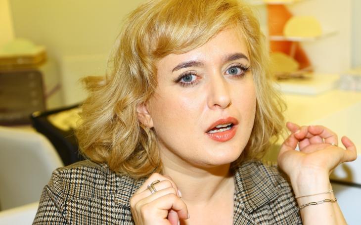 Česká Marilyn nám… stárne. O 15 kilo a 15 let navíc, jak sama říká, navíc se vydala na plastiku. VIP skandály a aférky