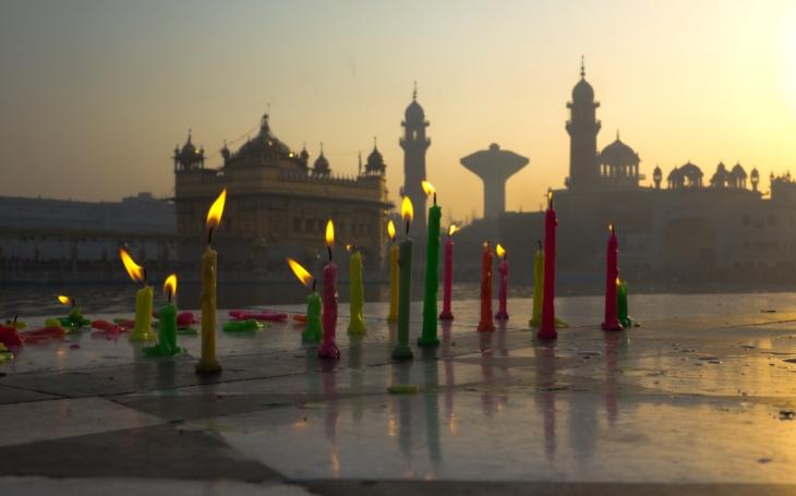 Barevné šílenství. Díválí, svátek vítězství světla nad temnotou, je pro Sikhy i svátek vysvobození. S cestovatelem Milošem Beranem podesáté do Indie