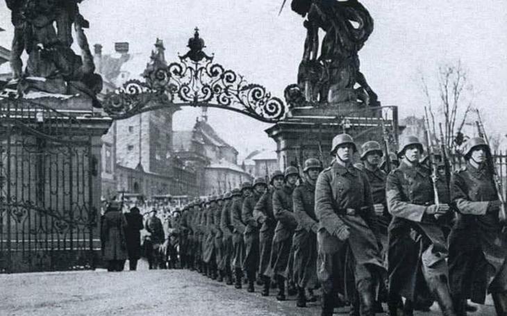 Okupace Československa v roce 1939? Nad vyjádřeními některých politiků se mi chce zvracet. Středa Pavla Přeučila