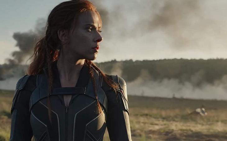 ´Krádež´ Black Widow štve kinaře a Scarlett Johansson se nechala slyšet, že už definitivně kašle na politiku. Neděle Pavla Přeučila