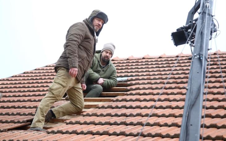 Filip na střeše, aneb jak nám primácký Romeo trochu opelichal a zakulatil se. A přišel tak o nálepku romantického hrdiny, ale ne o… VIP skandály a aférky