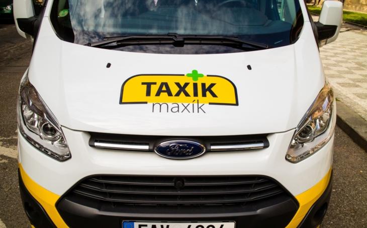 Taxík Maxík má narozeniny, na Praze 5 přepravuje seniory již 5 let