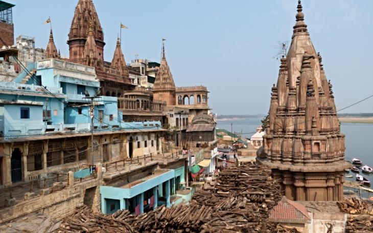 Každý hinduista chce zemřít ve Váránasí. Tajemné pohřební rituály trvají 13 dnů. S cestovatelem Milošem Beranem potřinácté do Indie