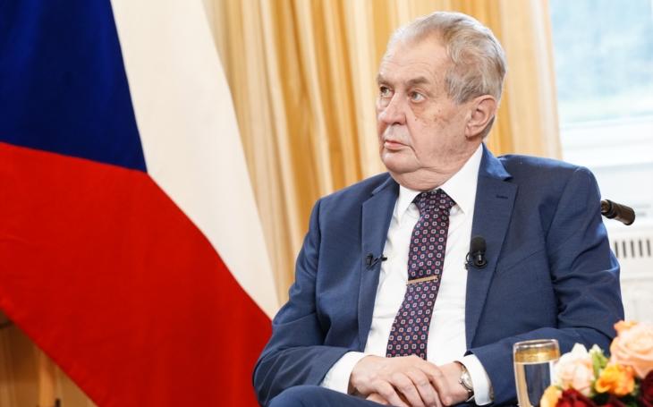 O zajatcích Putinova charismatu, Zemanovi a tendenčních médiích s jednou dámou z Plzně. Glosa Iva Fencla