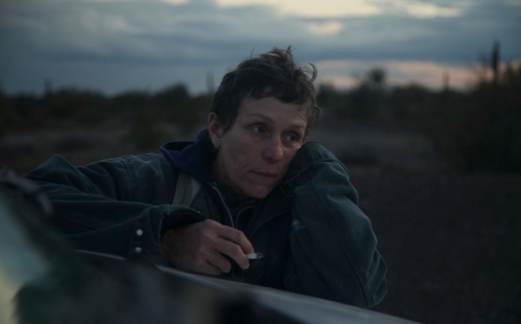 Křehká jízda za novými začátky s neherci a skvělou Frances McDormand. To je oscarová Země nomádů. Filmová premiéra Andrey Musilové