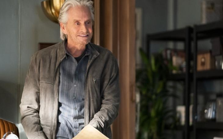 Skvěle funguje proti strachu ze stáří, nemoci a smrti. Michael Douglas v třetí sérii Kominského metody. TV reflexe Andrey Musilové