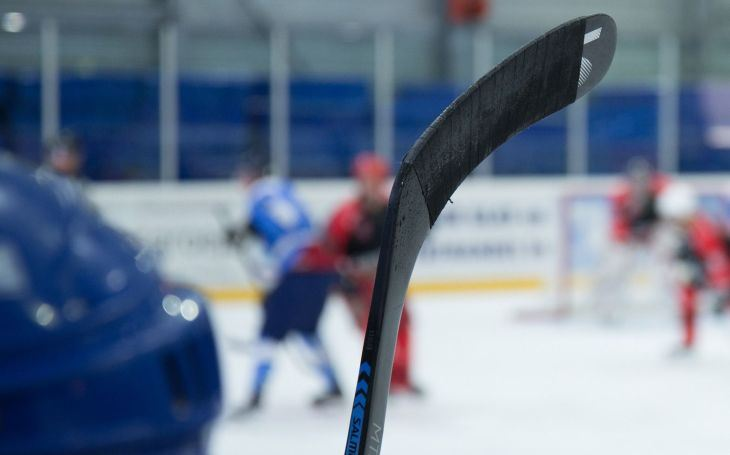 Hokejisté hrají ligovou soutěž a reprezentují i za vaše peníze na účtu pojišťovny. Víte o tom? Co zaujalo Jiřího Macků