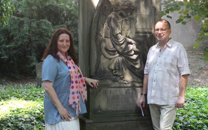Nemá ambice stát se symbolem moci, je laskavý, milý a skromný… Dvanáctý ročník obnovených Májových slavností na Malostranském hřbitově