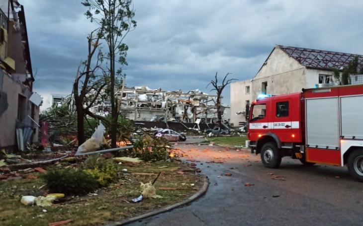Jak a kde pomoci? Tornádo na jižní Moravě podtrhlo děsivý účet: Šest obětí, spousta zraněných a škody za stovky milionů. Hotová apokalypsa