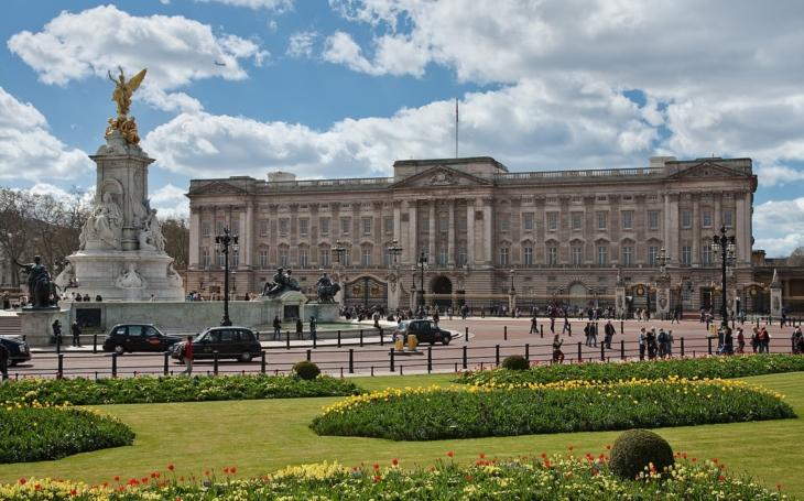 Co takhle vypálit s Římem i Buckinghamský palác? Komentář Štěpána Chába