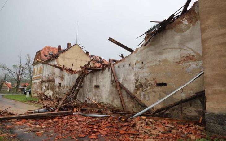 Nezapomeňme na zničené obce Stebno a Blatno. Nejen jižní Morava s tornádem, ale i Lounsko s další ´prima´ bouří, tzv. downburstem