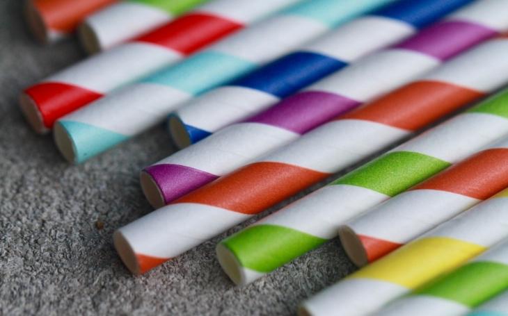 A takhle to dopadne s celou tou ekologickou parádou. Papírová brčka jako symbol. Komentář Štěpána Chába