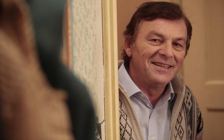 Francouzi a Britové komedie umějí, na rozdíl od nás, tvrdí herec a principál, který také říká: Není nic blbějšího než mládí. Přečetli jsme