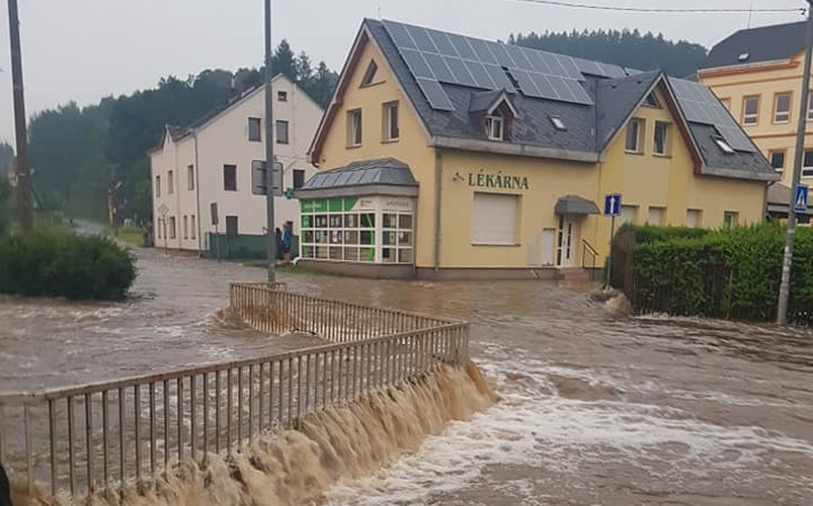 Město Dolní Poustevna volá o pomoc. Velká voda vzala lidem podlahy, pojistit se proti něčemu takovému ale nemohli. Komentář Štěpána Chába