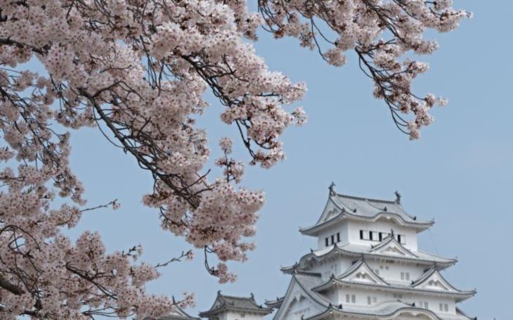 Sněhobílý hrad bílé volavky, který odolal všem katastrofám, a symbol klidu, kde i Buddha ztratil hlavu. S cestovatelem Milošem Beranem počtvrté do Japonska