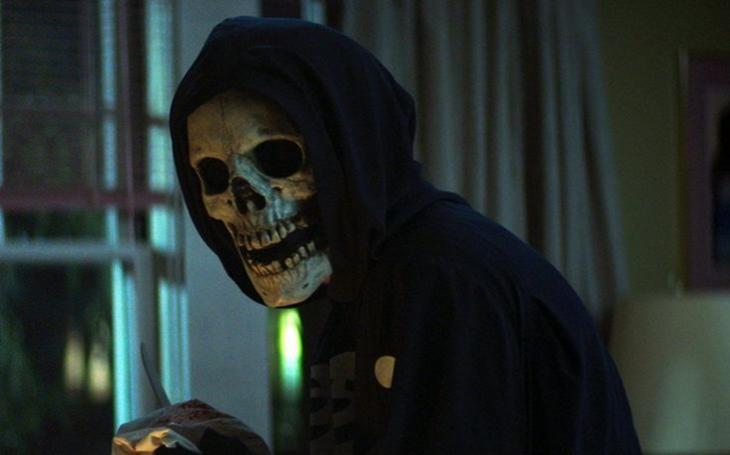 Nebývalý úspěch trilogie letních slasherů podle kultovních hororů. Co stojí za netflixovským hitem? TV glosa Viktora Horáka