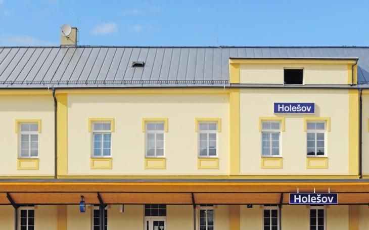 Správa železnic by se mohla přejmenovat na Správu bourání historických budov. V Holešově na Zlínsku se ale místní postavili na odpor