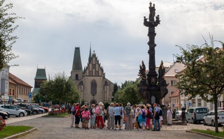 Kolín a Rakovník mají za sebou, čekají je Hořovice a Benátky nad Jizerou. Letní výlety a vycházky aktivních seniorů z Prahy 5 jsou mimořádně oblíbené