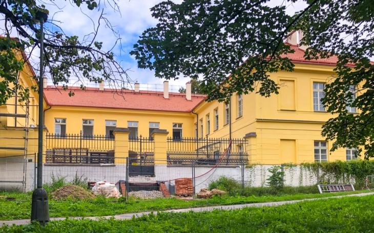 Pocit bezpečí, jistoty, sociálního začlenění a dobré, podpůrné sousedství. Raudnitzův dům přivítá první nájemníky z řad seniorů na podzim