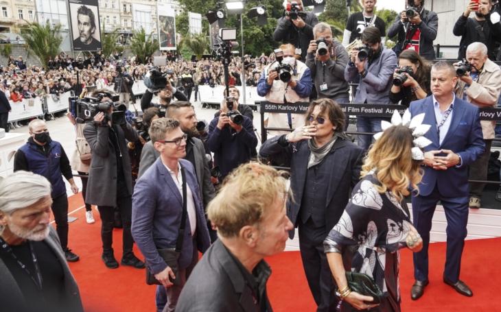 Ve Varech nastal D Day, tedy Depp Day. Americká hvězda svým charismatem, vstřícností a fóry dostala Vary do varu