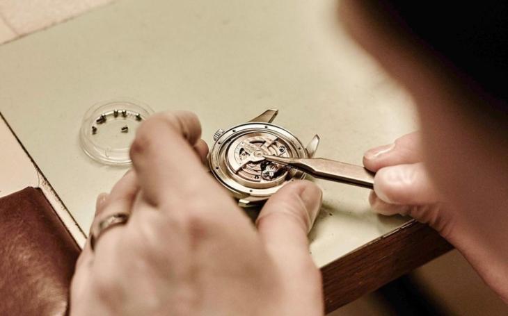 Nahlédněte pod pokličku výroby legendárních hodinek PRIM