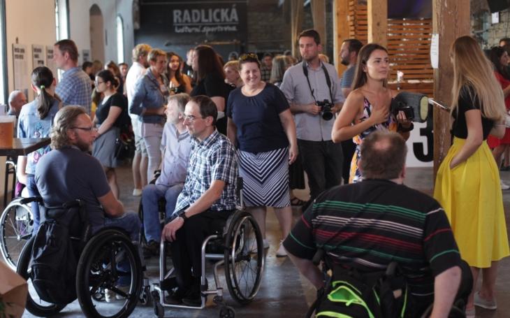 Třicet let Sportovního klubu vozíčkářů Praha: Výstava velkoformátových fotografií v Radlické kulturní Sportovně