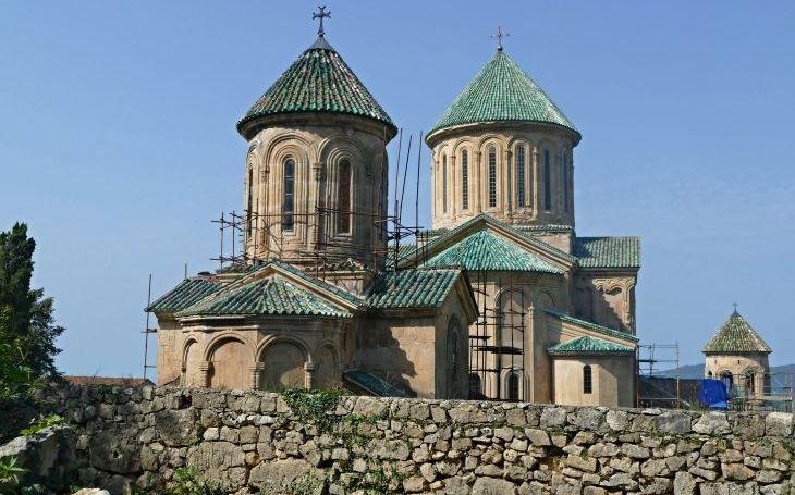 Legendární pravoslavné kláštery, tajemné sídlo netopýrů a orlí samotka kajícného jeřábníka. S cestovatelem Milošem Beranem posedmé do Gruzie