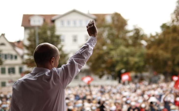 Zítra se rozhodne. Nový kancléř a ´zlaté zelené strašidlo´… Ani v Německu nehrají před volbami fér. Okénko ´ven´ Miloše Horkého